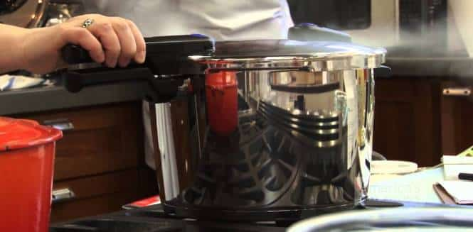 differences of stovetop pressure cooker vs electric