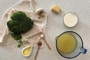 Instant Pot Cheesy Broccoli Soup