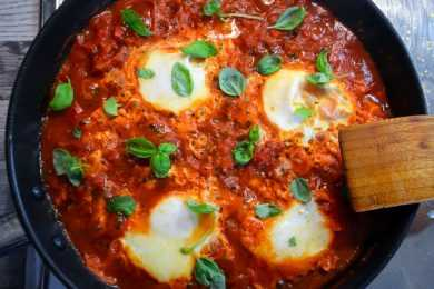 Instant Pot Eggs with Spicy Tomato Sauce – Shakshuka