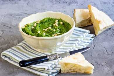 Instant Pot Spinach Hummus with Pita or Crackers or Vegetables