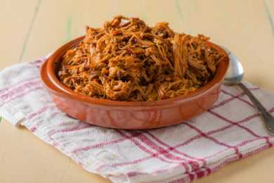 Instant Pot Pulled Pork with Caramelized Onion & Thai Chilli Sauce