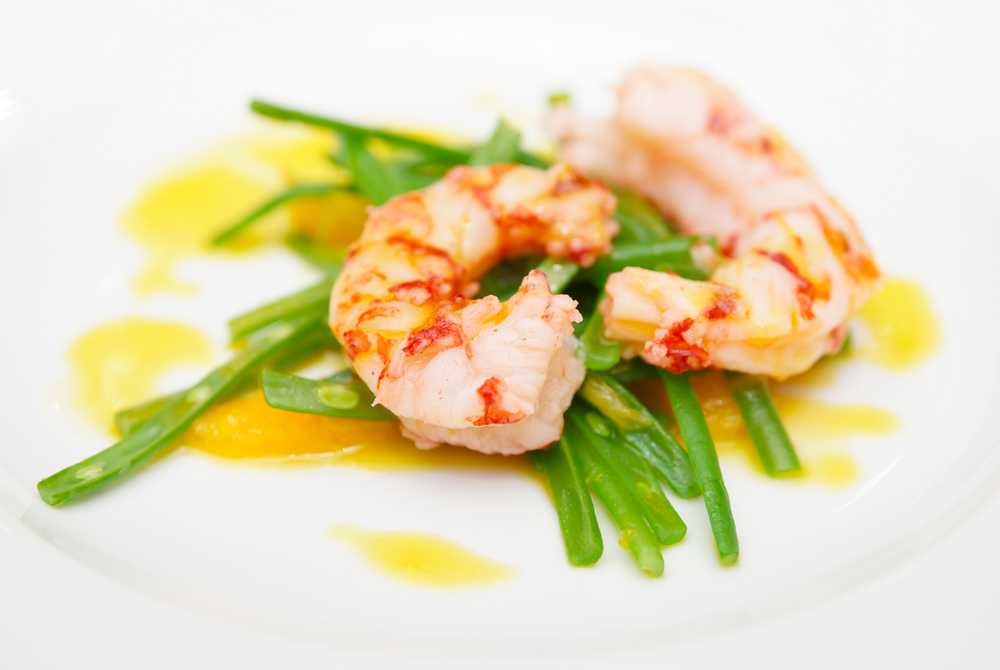shrimp and green beans on a plate